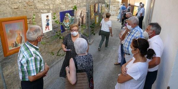 El carrer Sant Pere Celestí convertit en una galeria d'obres d'artistes de Bellcaire